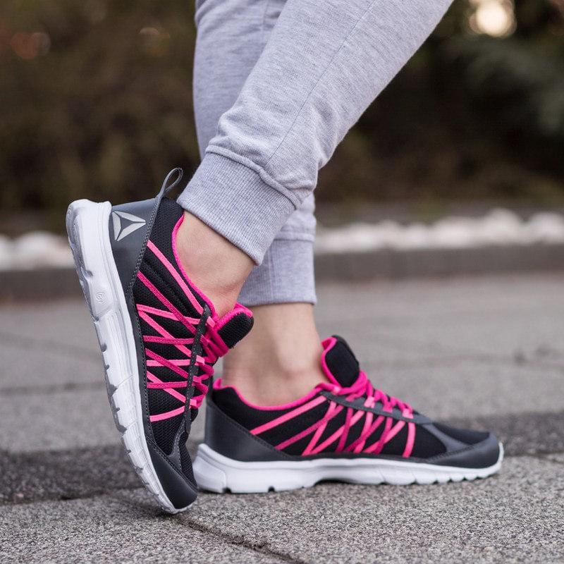 Buty do biegania z różowymi akcentami