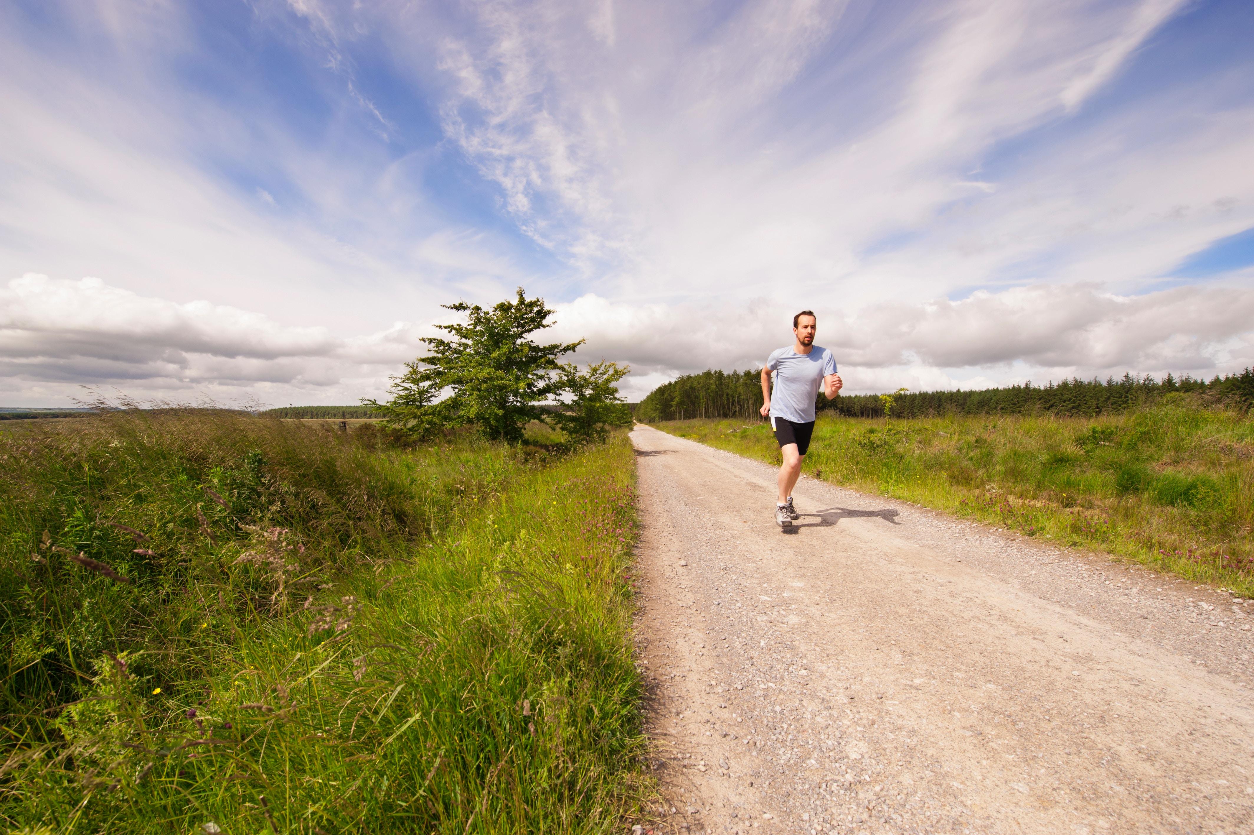bieganie po asflacie jak wybrać dobre buty do tego typu biegania?